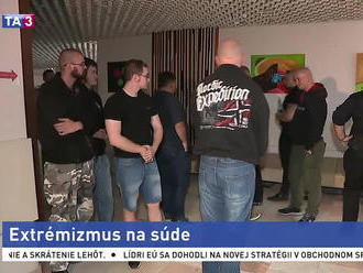 Extrémizmus na súde, obvinených prišiel podporiť Mazurek