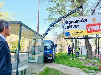 Boj s veternými mlynmi: Bratislava je zamorená reklamami, FOTO vyrastajú obrovské bilboardy