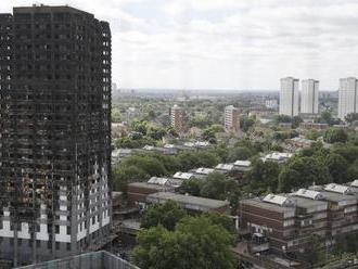 Pred rokom pri požiari budovy Grenfell Tower zahynulo 72 ľudí
