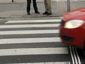 NEHORÁZNOSŤ: Auto zrazilo na priechode 12-ročné dievča, šofér ušiel