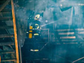 Hasiči vo Viedni likvidovali požiar skladu s farbivami a rozpúšťadlami