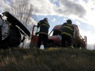 Hasiči zasahovali pri dopravnej nehode dvoch áut v Malackách
