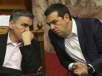 Grécky parlament prerokúva návrh na vyslovenie nedôvery Tsiprasovi
