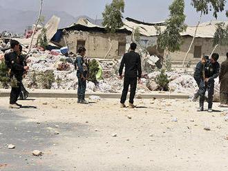 Vzbúrenci vypálili dôležitú kliniku na východe Afganistanu