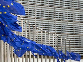 Eurobarometer: Rok pred voľbami do europarlamentu silnie dôvera občanov v EÚ