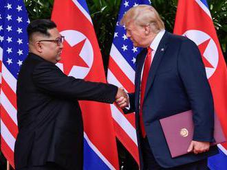 """Aké vedľajšie momenty sprevádzali """"historické"""" stretnutie Trumpa s Kimom?"""