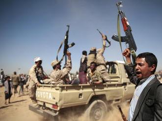 Cholera, hladomor a bomby súperiacich šiitov a sunitov. Bitka o kľúčový prístav vzďaľuje koniec vojn