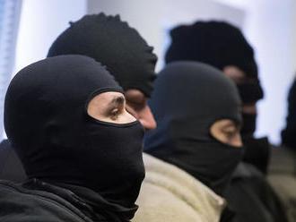 Pre korupciu zadržali dvoch príslušníkov PZ a dvoch civilistov