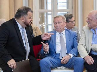 Chmelár predniesol Tieňovú správu o stave republiky, vypočuť si ju prišli aj exprezidenti