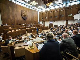 Rokovanie NR SR: o novom štátnom sviatku i zákone o VŠ