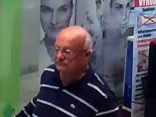Zlodej roka! FOTO Dôchodca odkráčal z obchodu vo veľkom štýle: S klimatizáciou v ruke