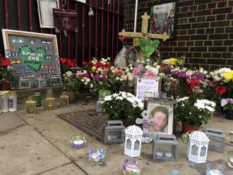 Rok od tragického požiaru v Londýne: 72 ľudí zomrelo, pozostalí čakajú na spravodlivosť