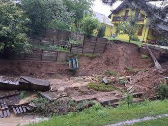 FOTO: Silná prietrž mračien takmer podmyla rodinný dom pri Krompachoch
