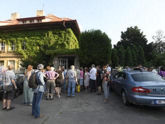 Do Čapkovy vily na Vinohradech se přišly podívat stovky lidí