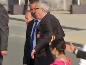 Juncker na summite NATO utrpel záchvat ischiasu, ozrejmil hovorca EK
