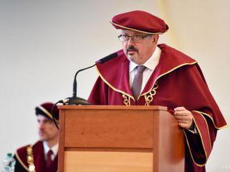 Rektorská konferencia má pripomienky k vysokoškolským zákonom