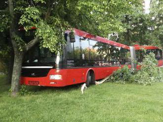 Pri autobusovom nešťastí v okolí Olomouca sa zranilo 11 ľudí