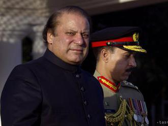 Pakistanského expremiéra Šarífa po návrate do krajiny okamžite zatkli