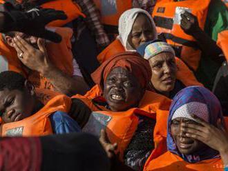 Taliansko a Malta sa sporia, kto prijme ďalšiu loď s migrantmi