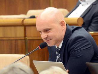 Gröhling: Ministerka Lubyová nesmie dovoliť predražený internet pre školy