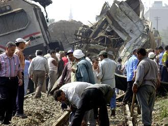 Pri Káhire sa vykoľajil osobný vlak, mnoho ľudí je zranených