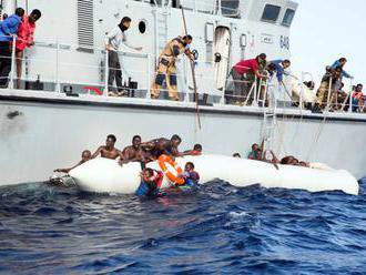 Taliansko a Malta sa sporia, kto prijme ďalšiu loď so stovkami migrantov