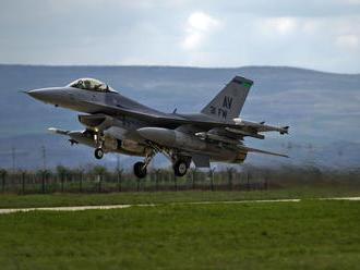 Stíhačka F-16 lieta už 44 rokov, stále sa modernizuje