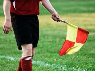 Futbaloví rozhodcovia sa búria, odmietajú pískať