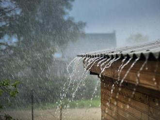 Meteorológovia varujú: Výstraha pred búrkami a krúpami v tejto časti Slovenska