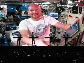 Kraftwerk priniesli naživo duet s astronautom z Medzinárodnej vesmírnej stanice