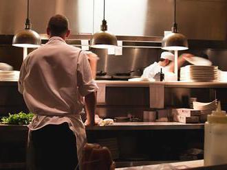 V gastronomii a cestovním ruchu rostou dynamičtěji mzdy nízkopříjmovým profesím