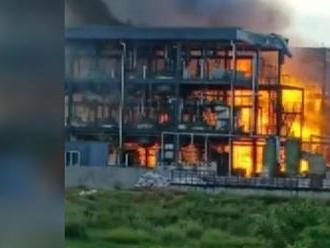 Priemyselným parkom v Číne otriasol výbuch, zomrelo 19 ľudí