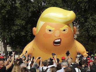 Na demonštrácii proti Trumpovi sa v centre Londýna zišli desaťtisíce ľudí