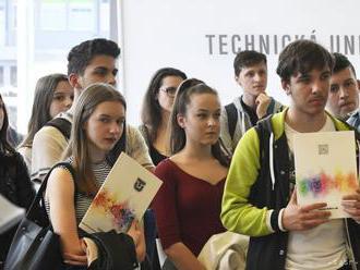 Záujem uchádzačov o externú formu štúdia klesá, zhodujú sa univerzity