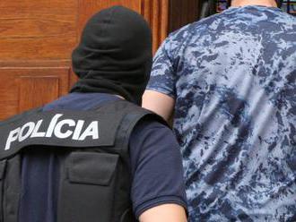 VEĽKÁ RAZIA: Polícia zasahuje v Seredi v súvislosti s drogami