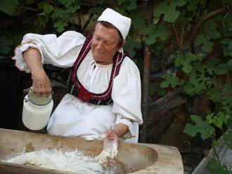 V Zvonárike dome v Lazanoch oslávili dožinky spevom i jedlom