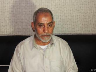 Vodcu Moslimského bratstva odsúdili na doživotie