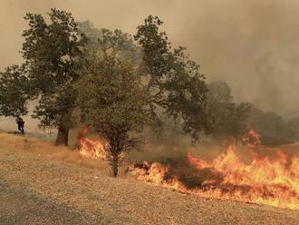 Požiar na gréckom ostrove Evia si vyžiadal evakuáciu dedín a kláštora