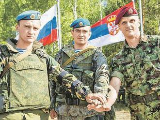Srbskí vojaci sa zúčastňujú na spoločných cvičeniach s Ruskom v Leningradskej oblasti