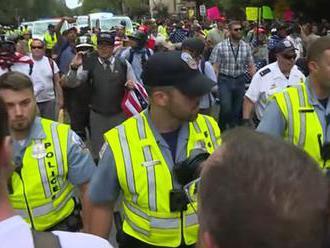 Na ultrapravicovú demonštráciu do Washingtonu prišli desiatky ľudí, polícia udržala pokoj