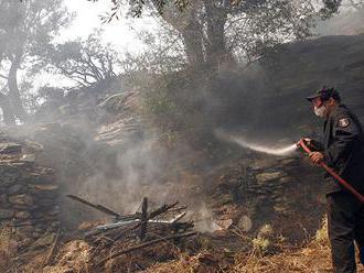 Požiar na ostrove Evia si vyžiadal evakuáciu dedín a kláštora