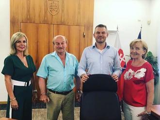 Premiér Pellegrini mal na úrade vlády vzácnu návštevu: FOTO Toto je moja rodinka