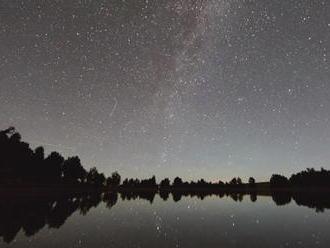 Dnes v noci sa oplatí ostať dlhšie hore. Oblohu rozžiaria stovky meteorov