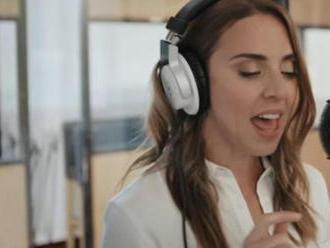 VIDEO: Nová verze hitu  Around The World  nabízí smyčce a hlas Melanie C