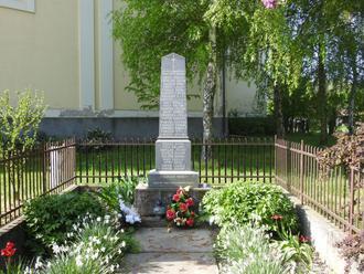 Pomníky padlým v 1.sv. vojne odhaľovali na výročie republiky a Dušičky