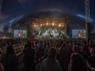 Dvaja ľudia zomreli po hromadnom predávkovaní sa drogami na festivale