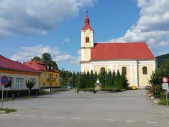 Dejiny gymnázia v Hnúšti siahajú do r. 1933, čestný názov má 22 rokov