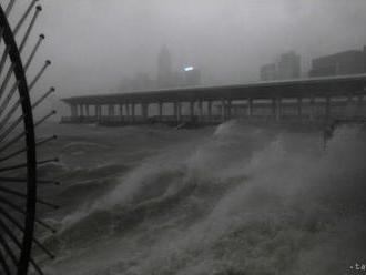 Tajfún Mangkhut si v Číne vyžiadal najmenej dve obete