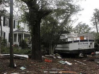 Búrka Florence v USA zoslabla na tlakovú níž, riziko povodní stúpa