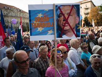 Opozícia protestuje proti vláde Viktora Orbána; chce európske Maďarsko